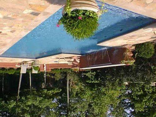 Бассейн на даче – отличное место для отдыха