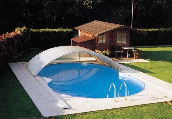 Бассейн у бани с защитным сооружением