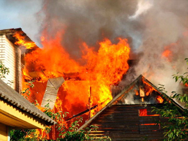Чтобы не видеть подобных картин, нужно строго соблюдать правила пожарной безопасности