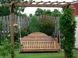 Чтобы сделать качели для сада своими руками, необходимо найти для них подходящее место.