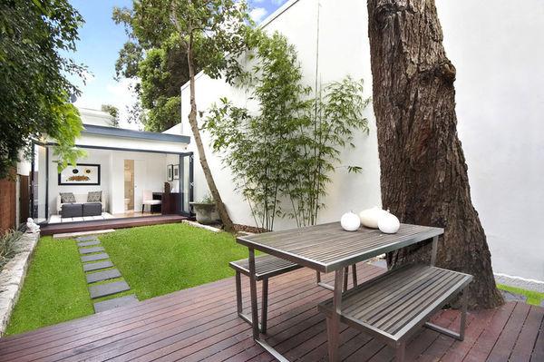Дачная мебель, подходящая для минималистичного оформления зоны отдыха