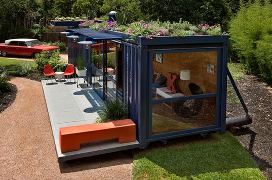 Дачные дома из блок – контейнеров тоже можно сделать оригинальными