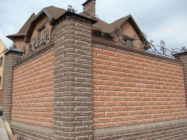 Дачные дома из блок контейнеров кирпичом не огораживают.