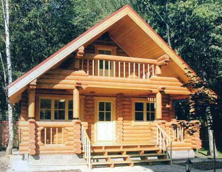 Дачный дом из оцилиндрованного бревна с мансардой и балконом