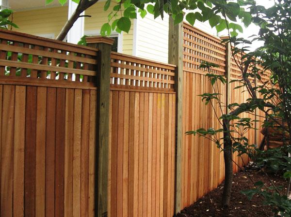 Деревянные изделия лучше всего подходят для сада сточки зрения эстетики.