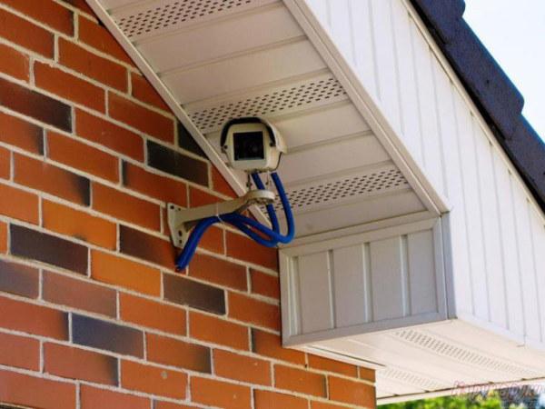 Дистанционное видеонаблюдение на даче не обращает на себя внимания