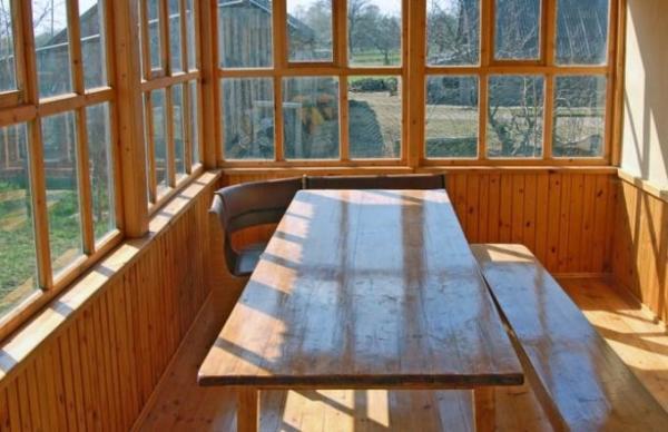 Экономный вариант – деревянные окна