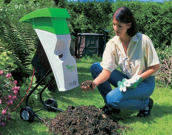 Электрический садовый измельчитель мусора.