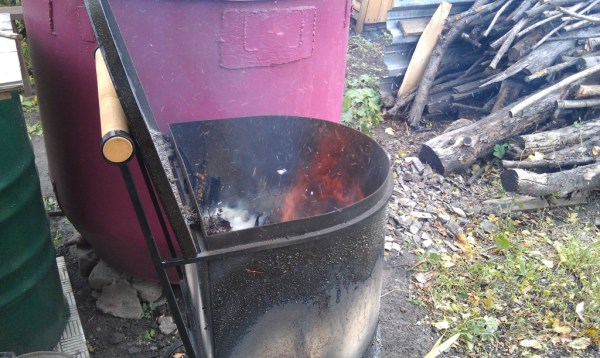 Емкость для сжигания мусора на даче в работе