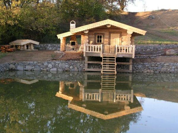 Фото деревянной конструкции из крупногабаритного бревна