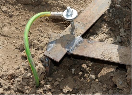 Фото крепления кабеля через болт