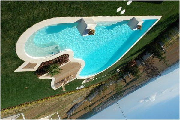 Фото пластикового бассейна необычной формы