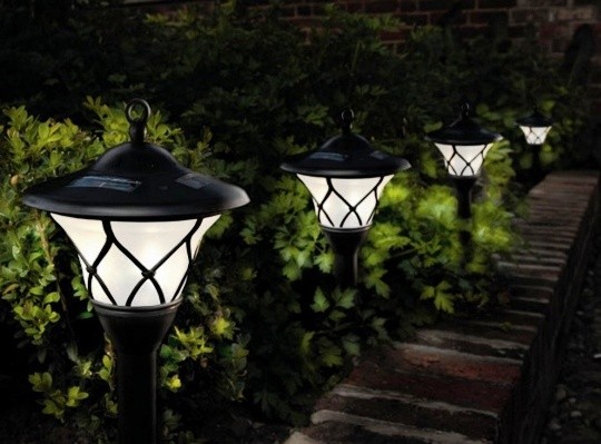 Фото садовой подсветки на солнечных батареях