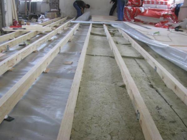 Гидроизоляция под деревянное покрытие.