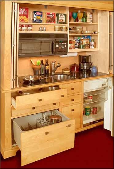 Интересная и функциональная мини кухня для дачи