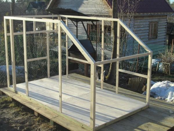 Как вариант - вся конструкция может быть собрана на стенде и уже потом притянута к основанию прицепа.