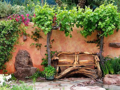 Катальпа и хосты в дизайне сада отлично сочетаются с рутарием