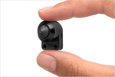 Компактная IP видеокамера. Фото для сравнения величины габаритов
