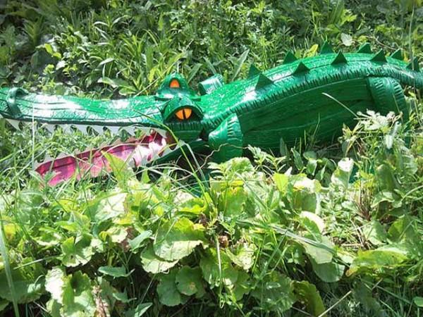 Крокодил из покрышек
