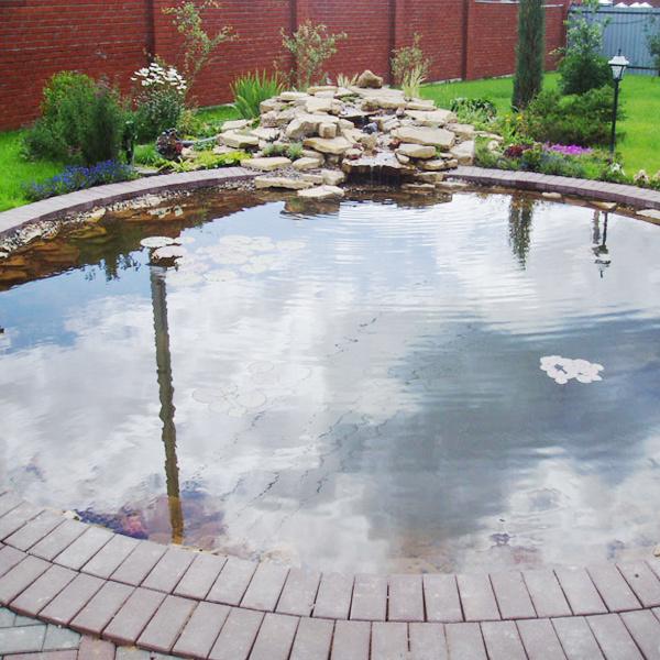 Круглый формальный пруд
