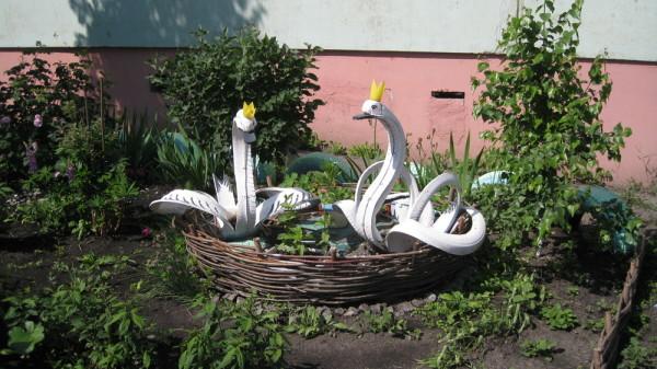 Лебеди невероятной красоты из покрышек