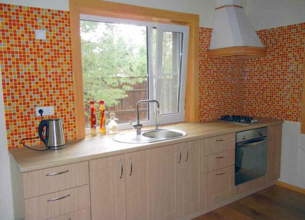 Линейный недорогой кухонный гарнитур