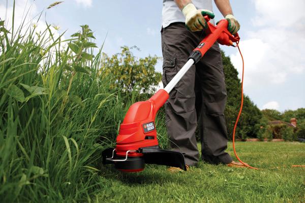 Малая дачная техника – триммер для скашивания травы