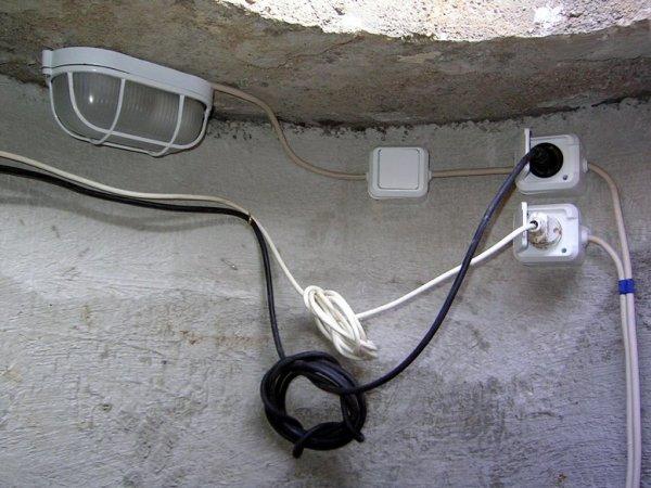 Монтаж проводки открытого типа