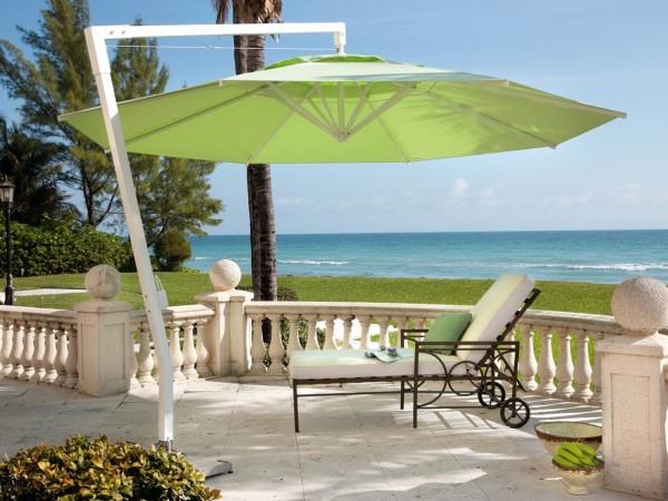 Море, солнце, зонт