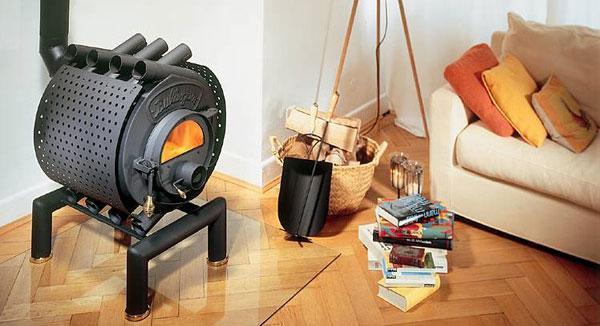 На фото - булерьян, печка с конвекционными трубами.
