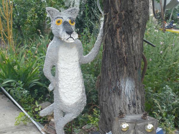 На фото - скульптура, изготовленная из монтажной пены