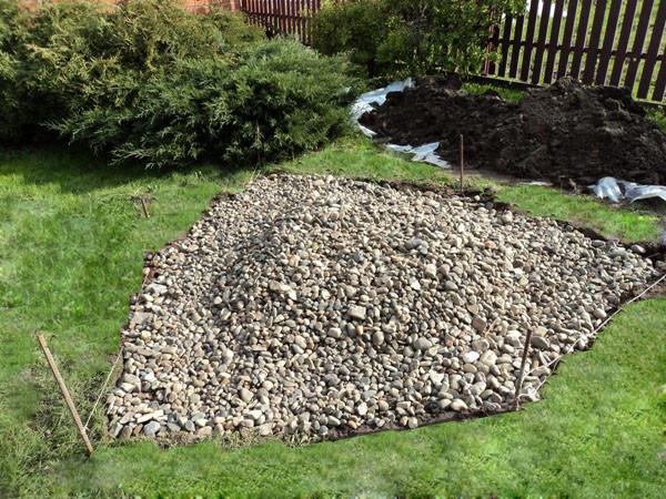 На фото – готовое основание под каменный садик