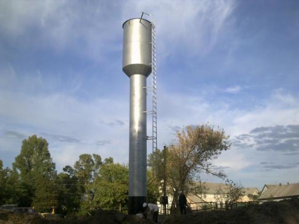 На фото классическая водонапорная башня, построенная по системе Рожновского