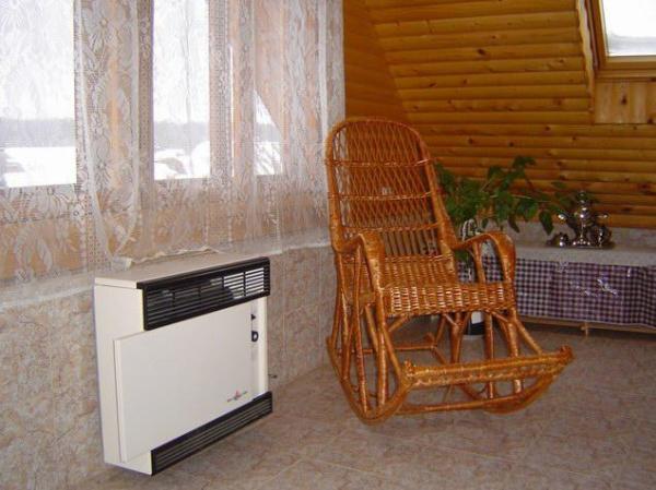 На фото: конвектор может поддерживать определенный температурный режим, что очень удобно, ведь воздух в комнате постоянно будет иметь одинаковую температуру