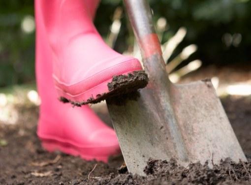 Надежнее и проще лопаты еще ничего не придумано, а компактность этого инструмента просто совершенна
