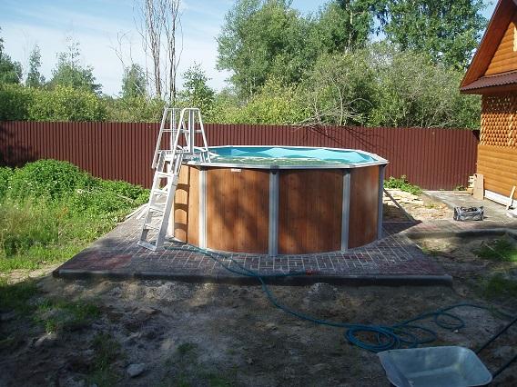 Не располагайте бассейн в тени, иначе вода будет слишком быстро остывать