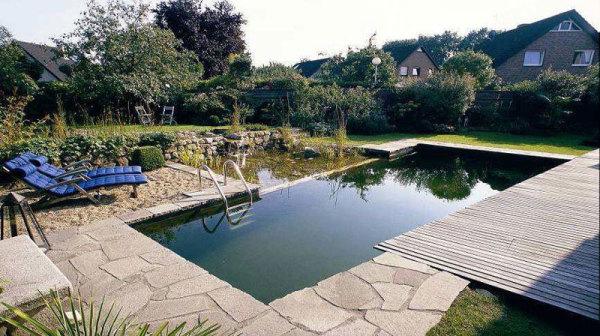Небольшой плавательный бассейн