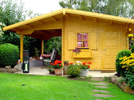 Небольшой садовый домик