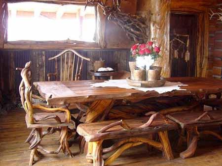 Оригинальная мебель для домика. Смотрится лучше, чем старый стул, выкрашенный масляной краской.