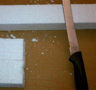 Пенопласт можно резать и обычной ножовкой