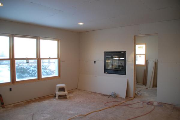 Потолок и стены обшиты ГКЛ.