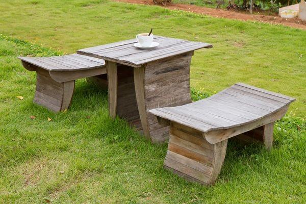 Пример деревянного инвентаря для участка