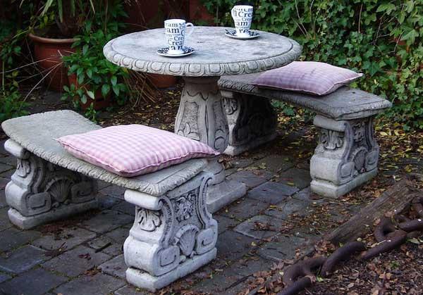 Пример каменной мебели для улицы.
