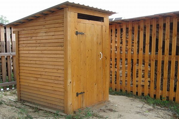 Простейший туалет из дерева