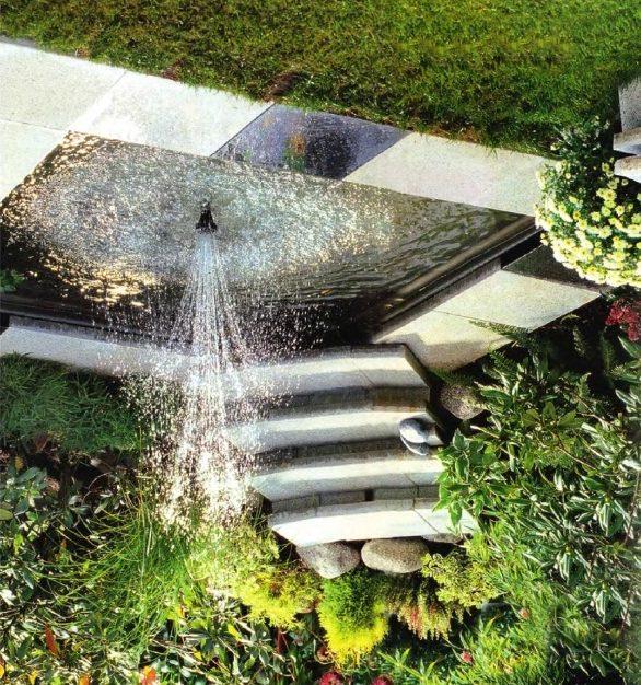 Прямоугольный резервуар воды с фонтаном в ближневосточном стиле