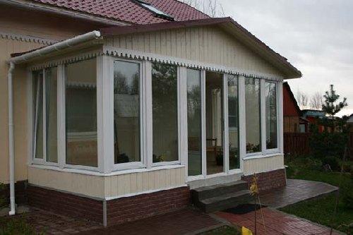 ПВХ окна для веранды – практичный способ добиться нужного результата
