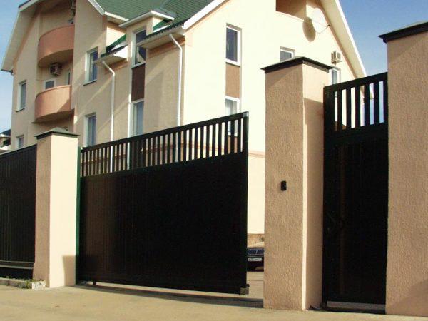 Раздвижные ворота дают экономию места в процессе их эксплуатации