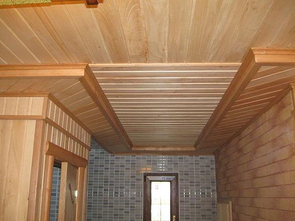 С помощью вагонки потолок можно превратить в произведение искусства