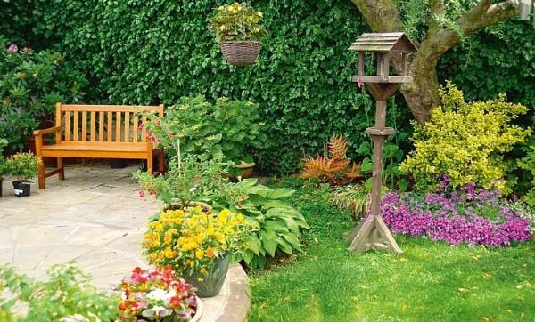 Сад на дачном участке давно перестал быть исключительно местом сбора урожая, сегодня это место отдыха и получения душевного наслаждения