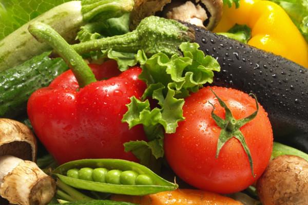 Садово-огородные хитрости выращивания овощей: металлические банки, лом и крапива, что еще придумали изобретательные дачники?